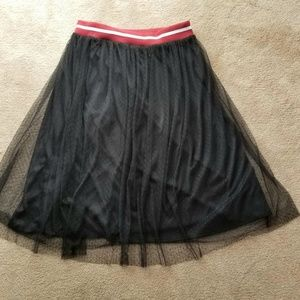 Medium black elastic with mesh skirt